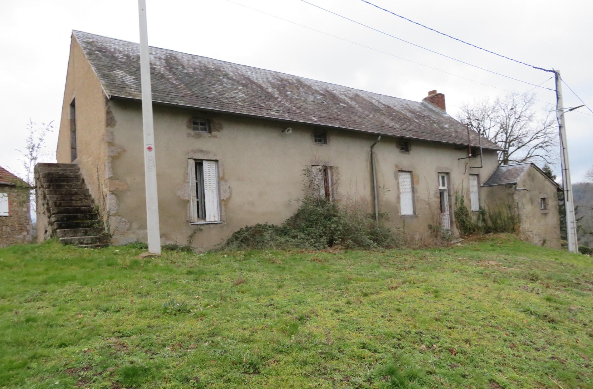 Corps de ferme avec grange - 25kms de Vichy