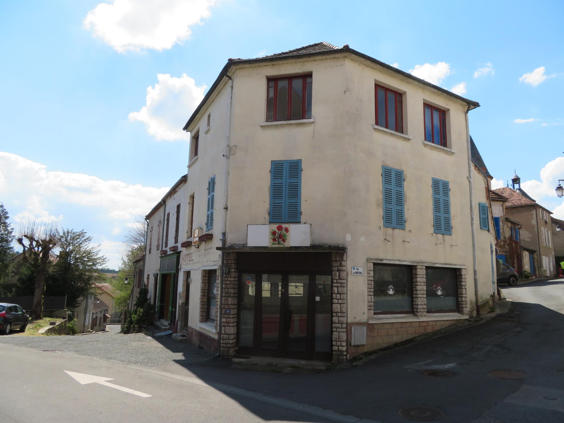 Immeuble dans village touristique - 15 kms de  Vichy